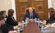 Радев провежда консултации с парламентарно представените партии