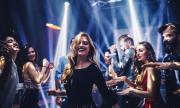 Забраниха танците с непознати заради вируса