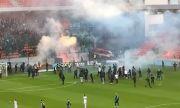 Прекратиха дербито в Словакия заради страшно меле (ВИДЕО)
