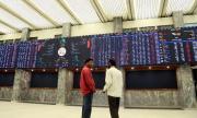 Посред бял ден! Въоръжени мъже атакуваха фондовата борса в Карачи