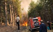 Хвърлят военен хеликоптер срещу пожарите