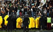 Осъдиха ефективно румънски футболен фен заради опит за убийство на полицай