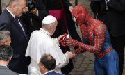 Когато папата се срещна със Спайдърмен