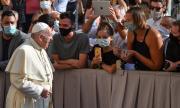 Папата благодари на лекарите, които се борят с коронавируса