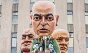 Зрелищни макети на Бойко Борисов и Слави Трифонов на хумористичен карнавал