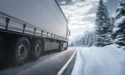 Шофьор на камион остави 56 мигранти в снега