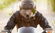 Моторист направи на луди полицаи в Пловдив, избяга им през тротоара