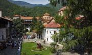 Хиляди се събират в Бачковския манастир за Света Богородица