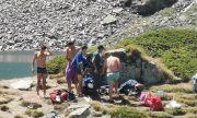 Засякоха туристи да се къпят в Окото