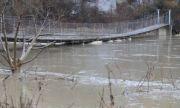 Екоминистерството: Има опасност три реки да прелеят заради пороите утре