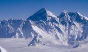 Алпинисти загинаха от изтощение на Еверест