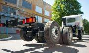 Знаете ли защо задните гуми на някои камиони са във въздуха?