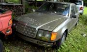 Така се стартира Mercedes-Benz W124, изоставен от 16 години (ВИДЕО)