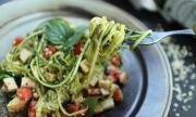 Рецепта на деня: Спагети от тиквички с домашно песто