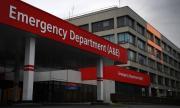 Борис Джонсън остава в болница