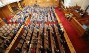 Предложение от парламента: Депутатите без заплати през извънредното положение