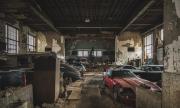 Любопитната история на автомобили, открити в сградата на изоставено училище