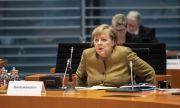 Челен удар в Берлин! Кола се блъсна в портала на канцлерството