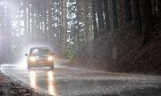Повече или по-малко върви колата по време на дъжд?