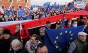 Задържаха племенника на премиера на протестите в Полша