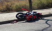 Мъж излетя със скутера си в крайпътен канал, в тежко състояние е