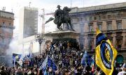 Полицията разгони празнуващите 30 000 запалянковци на Интер