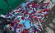 Изхвърлиха десетки контейнери с кръвни проби до детска градина във Варна