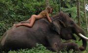 Гол модел се качи върху диво животно, а след това... (СНИМКИ)
