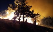 Българските огнеборци се сражават с огъня в Северна Македония на първа линия