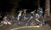 Tesla без шофьор се блъсна и уби двама