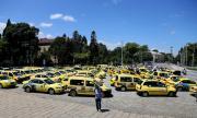 Таксиджиите искат драстично вдигане на цените, плашат с протести