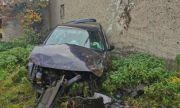 Млад шофьор загина в Разградско, разбивайки колата си в къща (СНИМКИ)
