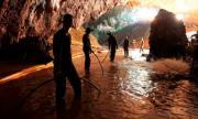 Правят филм за пещерата в Тайланд