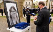 Държава почита убита административна служителка