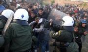 Сълзотворен газ срещу протестиращи на Егейските острови