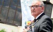 Министърът на отбраната изненада Димитър Пенев с невероятен подарък