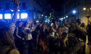 Танци по улиците и плажни партита в Испания
