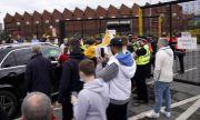 Ужасяваща гледка в Англия след проваленото дерби между Юнайтед и Ливърпул (ВИДЕО)