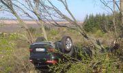 Кола се обърна по таван на пътя Варна - Бургас