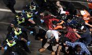 Бунт! Сблъсъци между полицията и протестиращи срещу локдауна в Мелбърн
