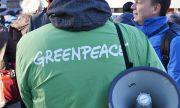 Екоактивисти боядисаха самолет в знак на протест (ВИДЕО)