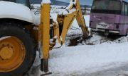Автобус падна в канавка, затвори пътя между Разград и Попово