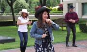 Херо Мустафа танцува с каубойска шапка (ВИДЕО)