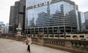 Мъж увисна от сграда на Доналд Тръмп