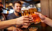 Израелски бар черпи с питие всеки ваксиниран