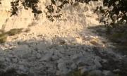 Скална маса се срути в пешеходната зона в Балчик