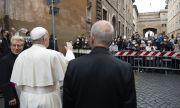 По време на Страстната седмица Ватиканът ваксинира най-бедните