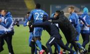 """Футболисти на Левски пускат в домовете си """"сините"""" фенове"""