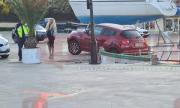Нора Недкова почти влезе в морето с колата си след парти на Свети Влас (ВИДЕО)