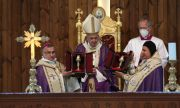 Папата се връща в Рим след историческо посещение